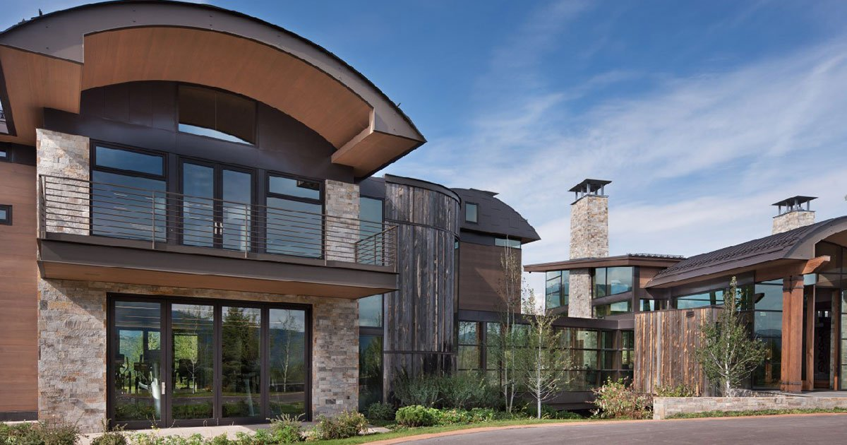 MRA Case Study: An Amazing Metal Roof Tops Award-Winning Aspen Home / Mountain Living Magazine's 2017 Home of the Year in Aspen features latest in metal roof design