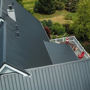 "<div><h4>McElroy Metal Max-Rib</h4><p><b>Manufacturer:</b> McElroy Metal, Inc.</p><p><b>Location:</b> Illinois, US</p><p><b>Style:</b> Vertical Panel/Standing Seam</p><p><b>Material:</b> Steel</p><p><b>Color:</b> Black</p><p><a href=""/gallery/image-detail/828/"" class=""link-arrow text-uppercase theme-color--orange"" data-toggle=""modal"" data-target=""#detailModal_gallery_image_grid_lamlejqhdgHs"">View More</a></p></div>"
